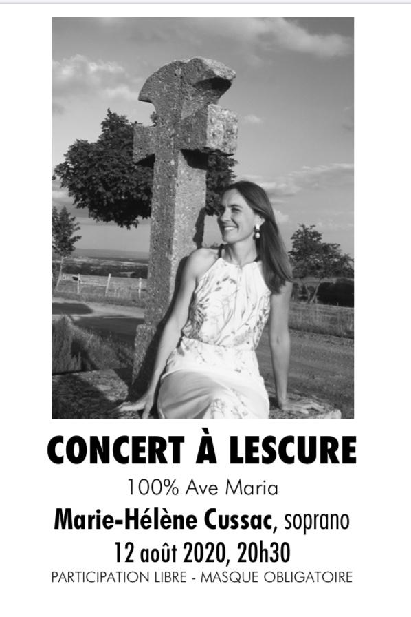 Marie-Helene Cussac au pied de la croix de Lescure Affiche du concert Ave Maria à Lescure